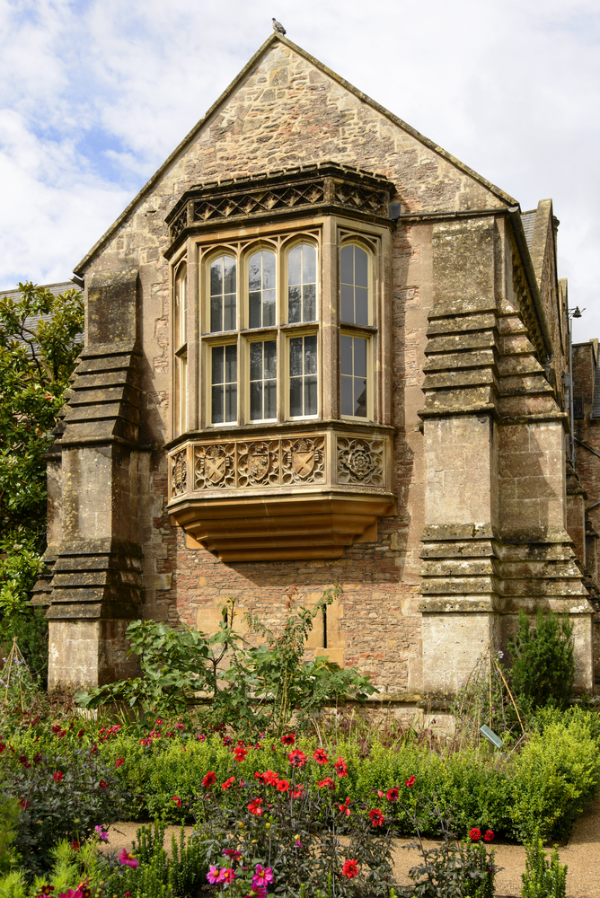 13 UK Garden tour Bishop Palace window